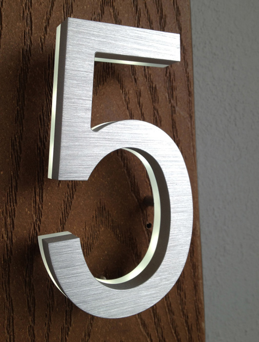 Luxello Modern Brass LED House Numbers 5 surroundingcom