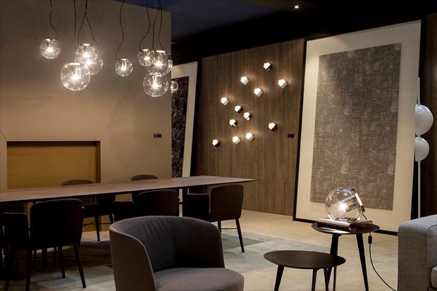oluce the globe table lamp. Black Bedroom Furniture Sets. Home Design Ideas