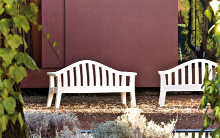 Serralunga furniture giulietta outdoor bench for Serralunga furniture
