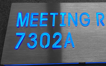 LUXELLO | LED DIRECTIONAL ROOM SIGNAGE WITH BLUE LED