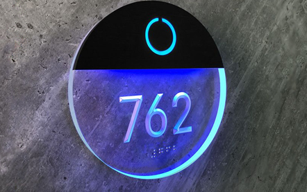 LUXELLO | ROUND CLEAR LIGHTED NUMBER ROOM PANEL