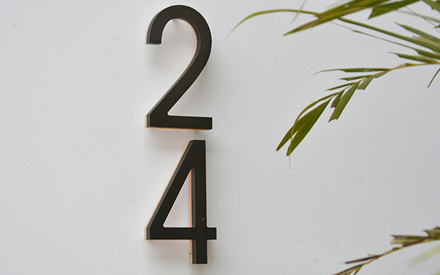 LUXELLO | MODERN BRONZE HOUSE NUMBERS ILLUMINATED