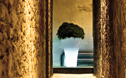SERRALUNGA | MING HIGH OUTDOOR PLANTER WITH LIGHT